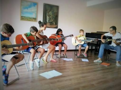 guitarra-en-grupo